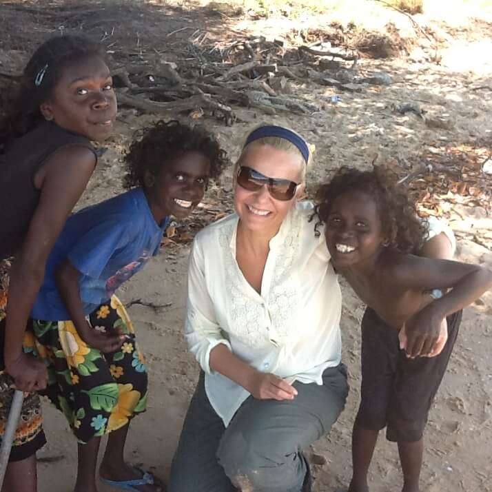 Narelle in Millingimbi with kids - Envirobank event